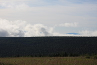 45. За лесом и облаками возникли шапки Конжаковского и Косьвиского Камня.